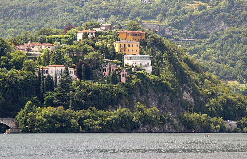 casas na beira do lago di como lecco itaia