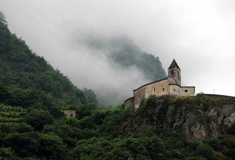 monasterio topo do morro tirano italia