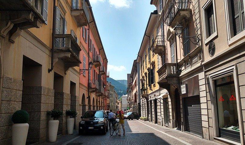 rua de lecco italia turista