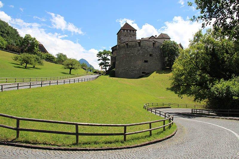 trilha ate castelo de vaduz liechtenstein