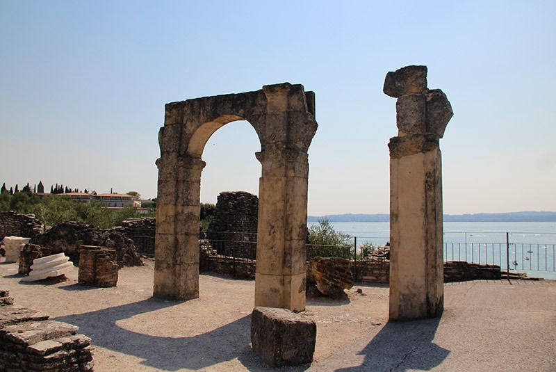 arco ruina romana sirmione