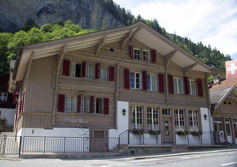casa antiga de madeira suica lauterbrunnen