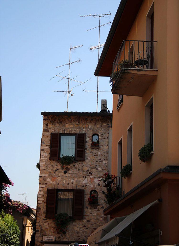 centro historico sirmione italia