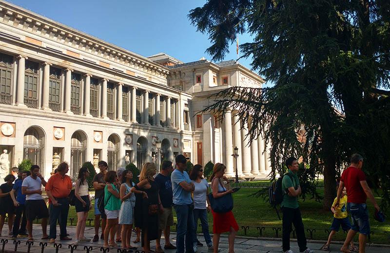 fila gratis para museu do prado em madrid espanha
