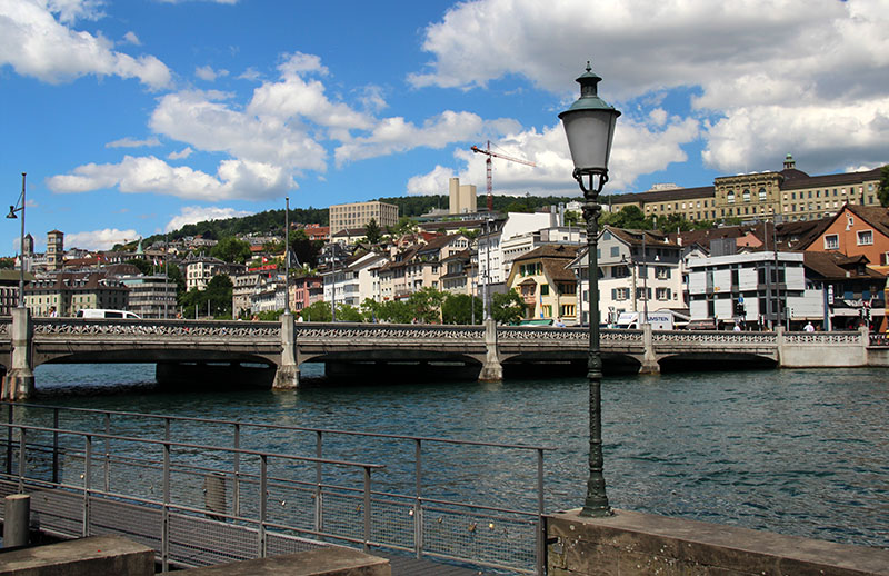 ponte em zurique rio limmat