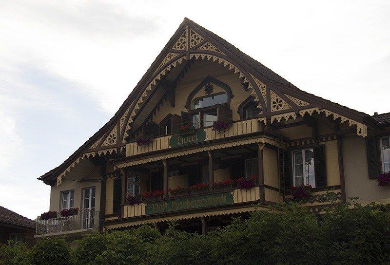 predio antigo tradicional em interlaken suica