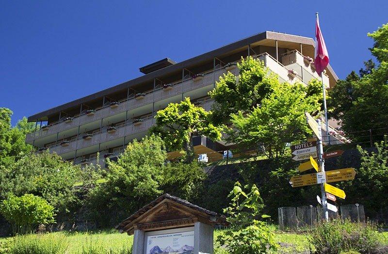 subida fachada jungfraublick hotel em wengen