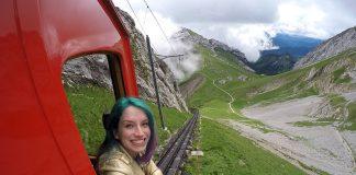 trem cremalheira vermelho na suiça pilatus
