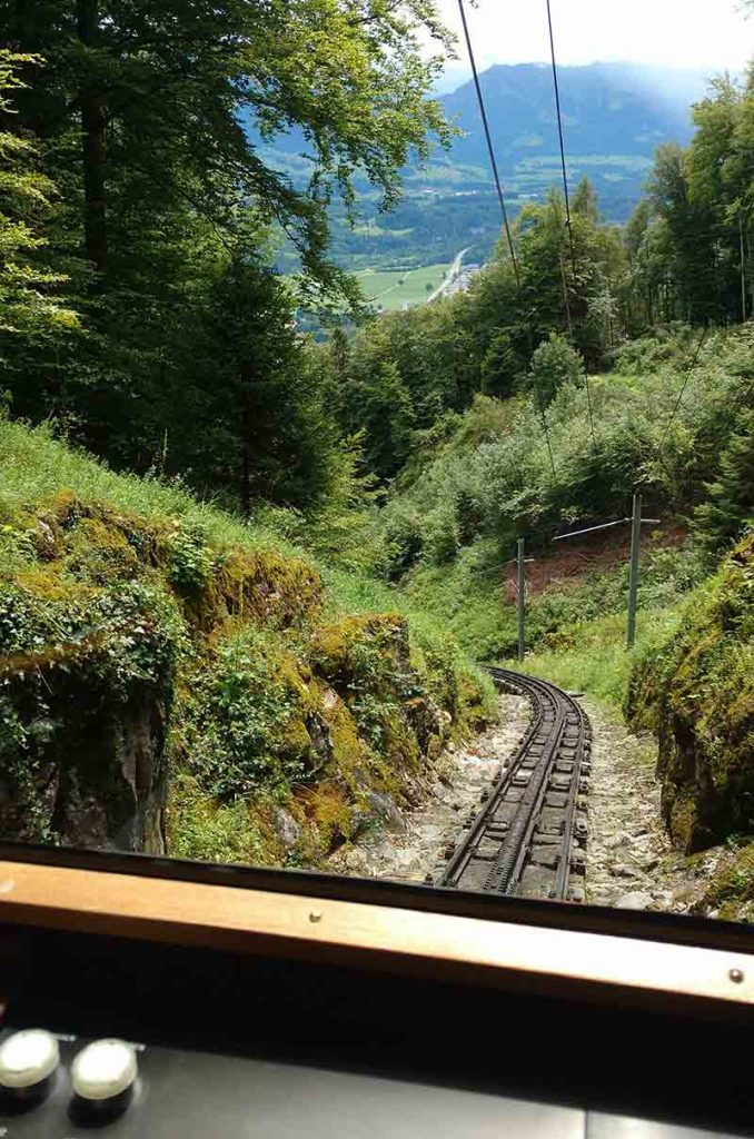 trilho trem cremalheira em lucerna na suica