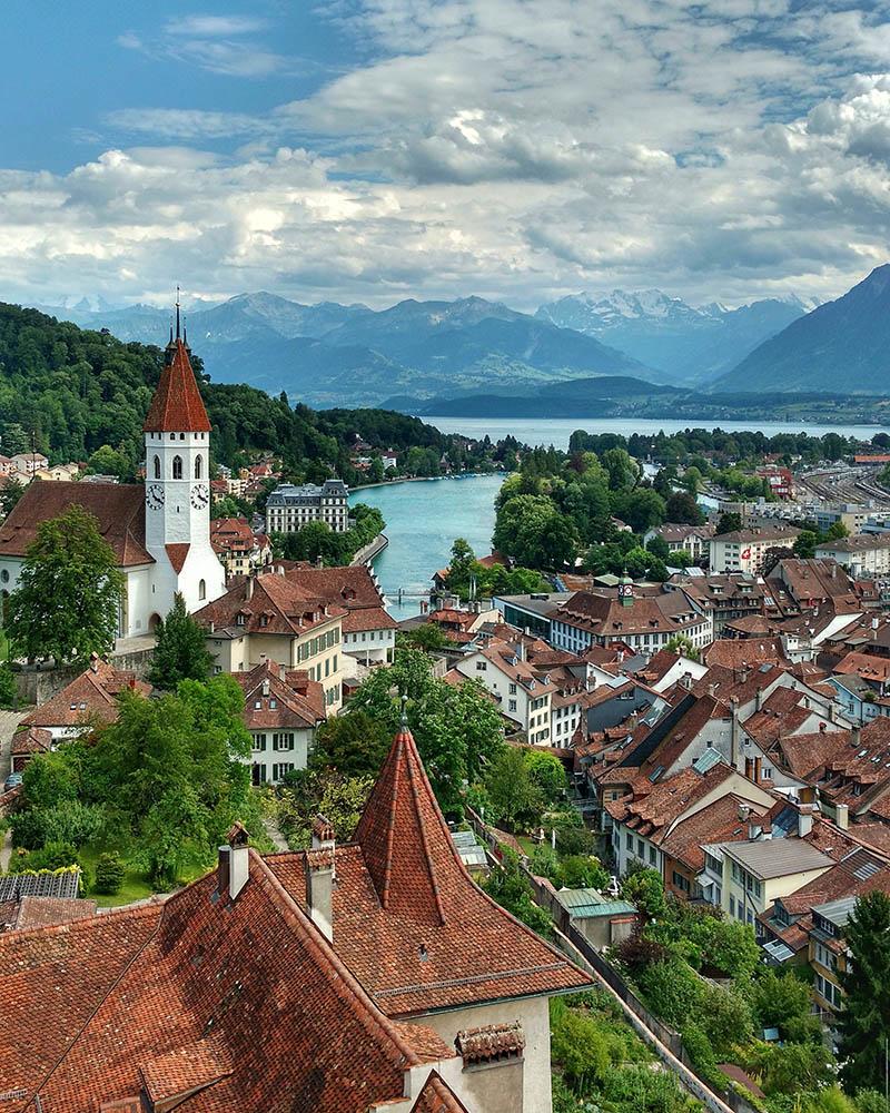 Thun uma cidade incrível na Suiça! o que fazer e passeio de barco no lago Thun a Interlaken