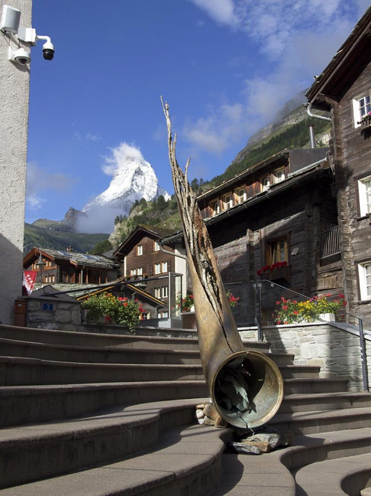 alphorn escultura atracao turistica zermatt sica