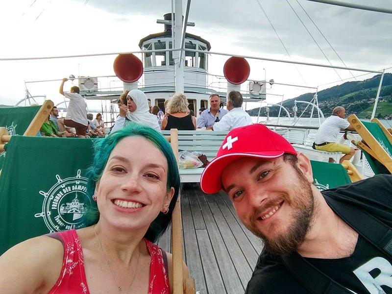 barco no lago thun suica