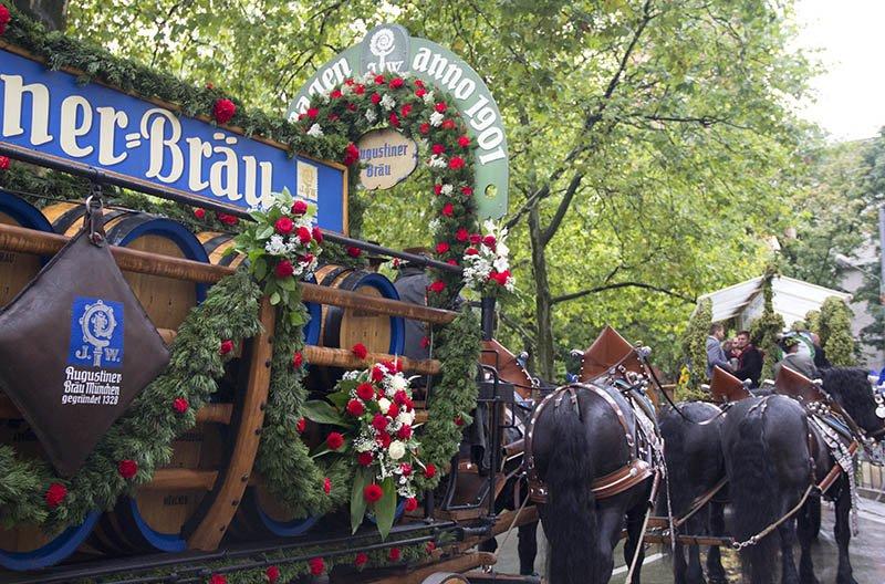 desfile cavalos oktoberfest na alemanha