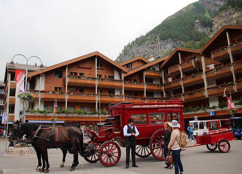 zermatt carroça com cavalos estação