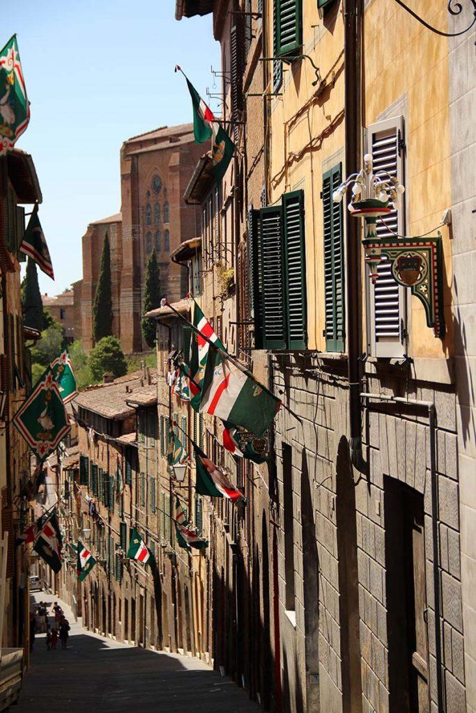 bandeiras rua siena medival palio