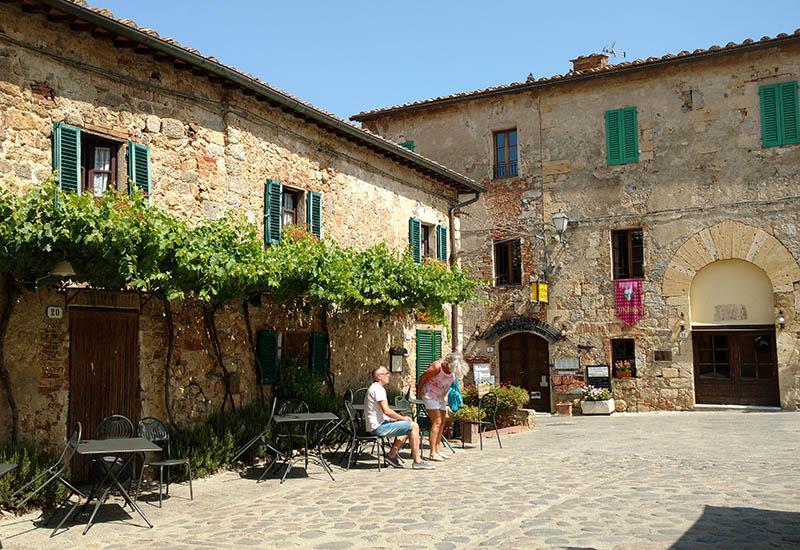 Casinhas fofas no centro da Vila Medieval