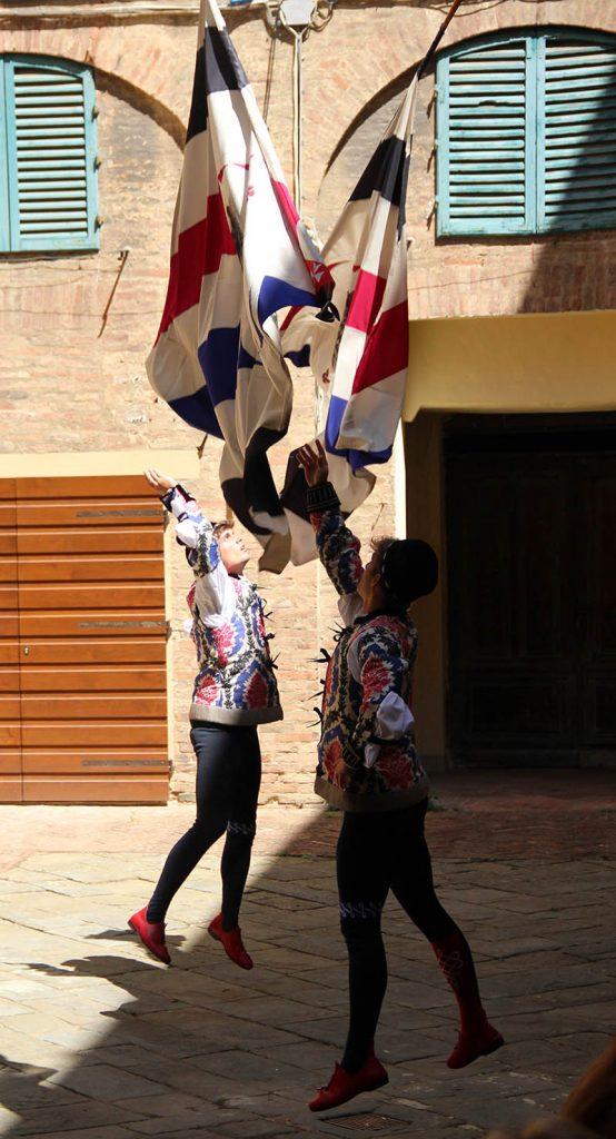 danca das bandeiras siena