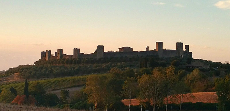 Muralha de Monteriggioni vista da estrada