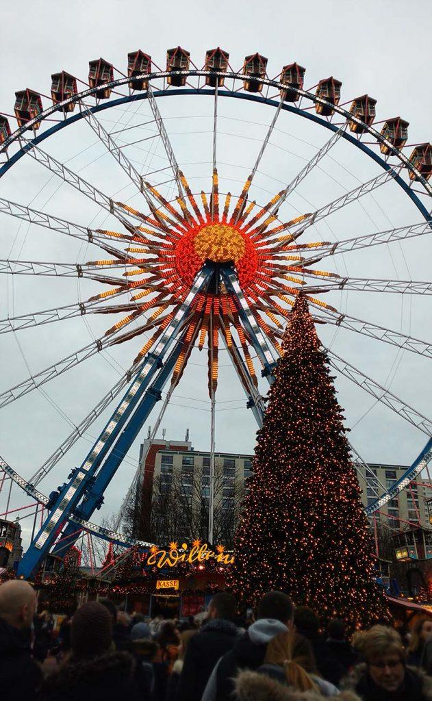 Feira de Natal em Berlim Alexanderplatz roda gigante