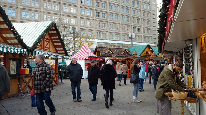 alexanderplatz feira de natal barracas