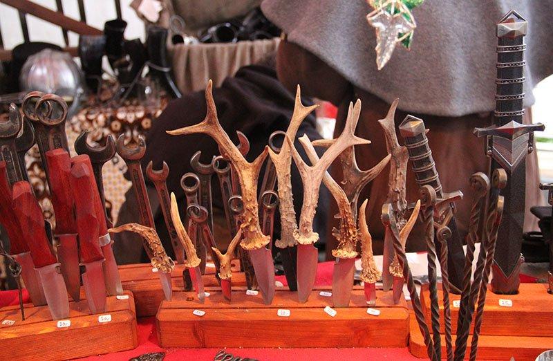 facas com cabo de cervo medieval