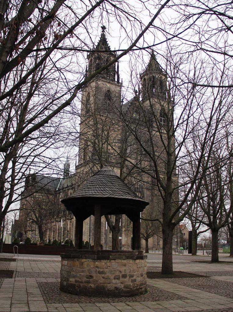 igreja gotica arvores no inverno alemanha