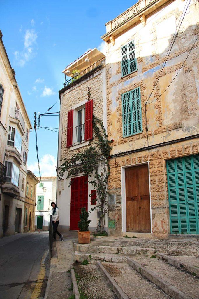 casa pedra porta colorida mallorca felanitx