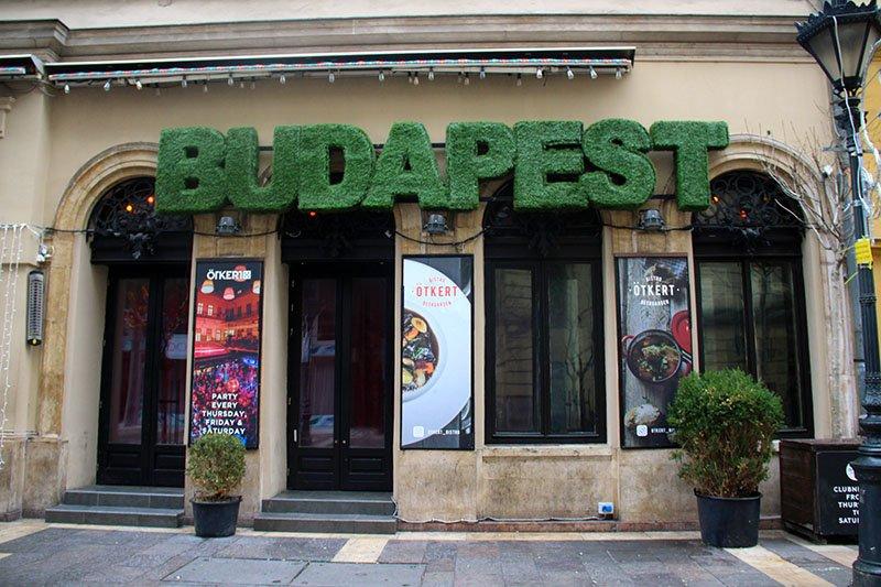 letreiro budapest verde bar