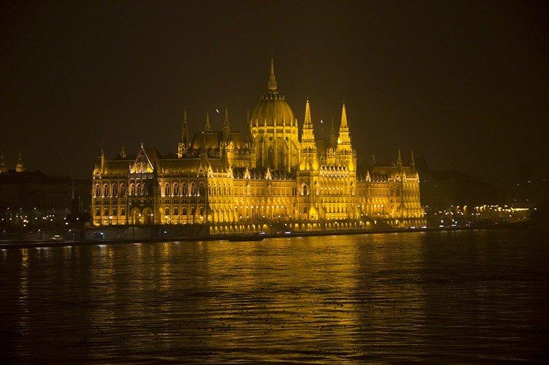 parlamento budapeste iluminado a noite