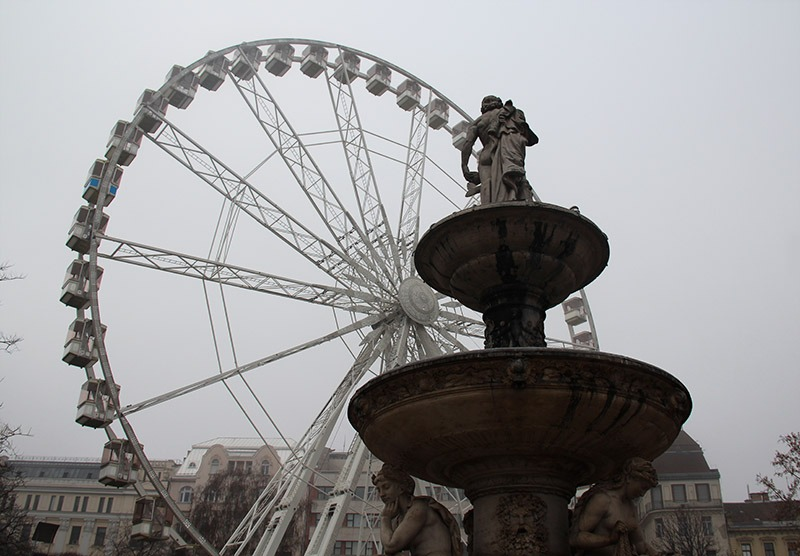 roda gigante em budapeste hungria neblina