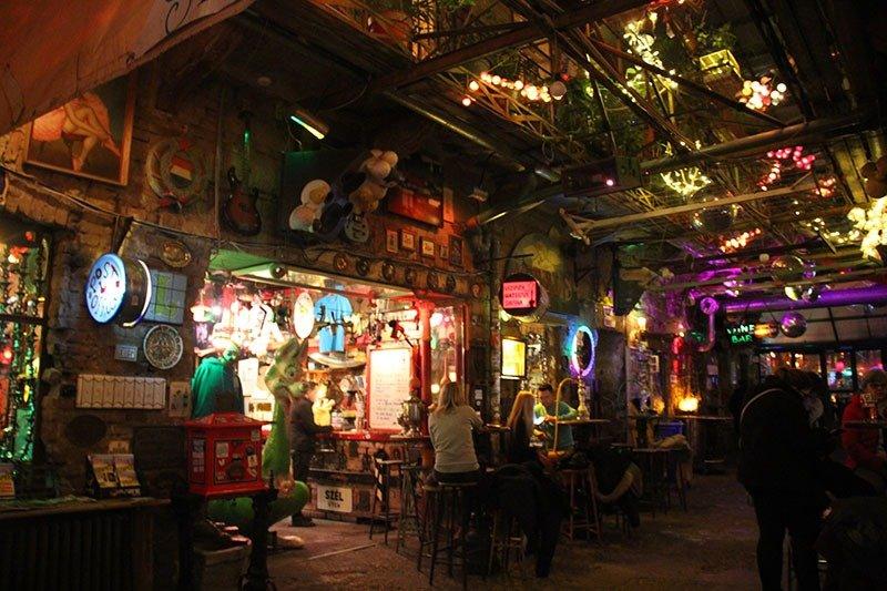 ruins bar budapeste szimpla onde beber
