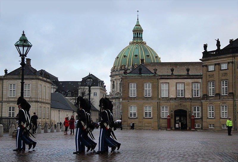 troca da guarda palacio rainha da dinamarca