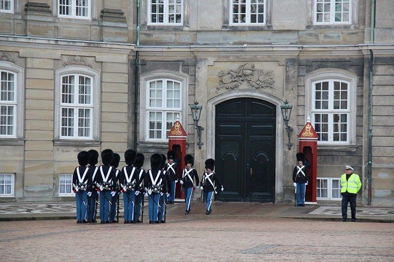 troca guarda palacio copenhagen