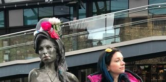 camden town amy winehouse estatua