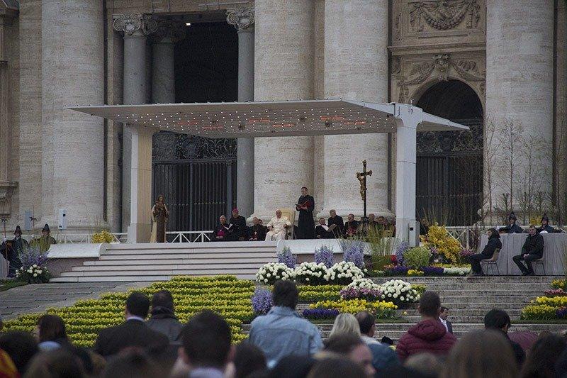 como ver o papa no vaticano missa