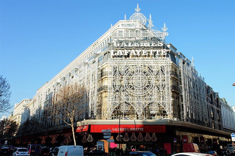frente galeries lafayette paris