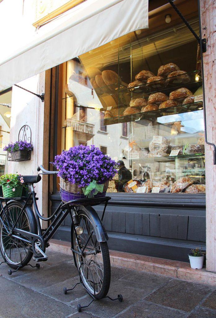 bicicleta flores padaria bassano del grapa veneto italia