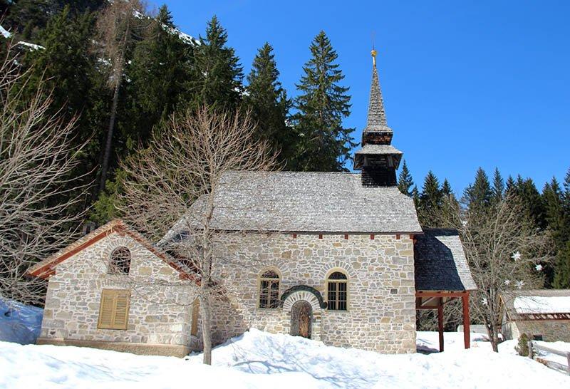 igreja lago di braies neve