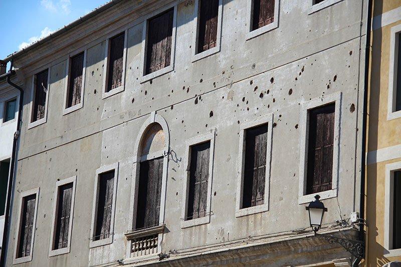 marcas de tiro guerra mundial parede bassano del grappa