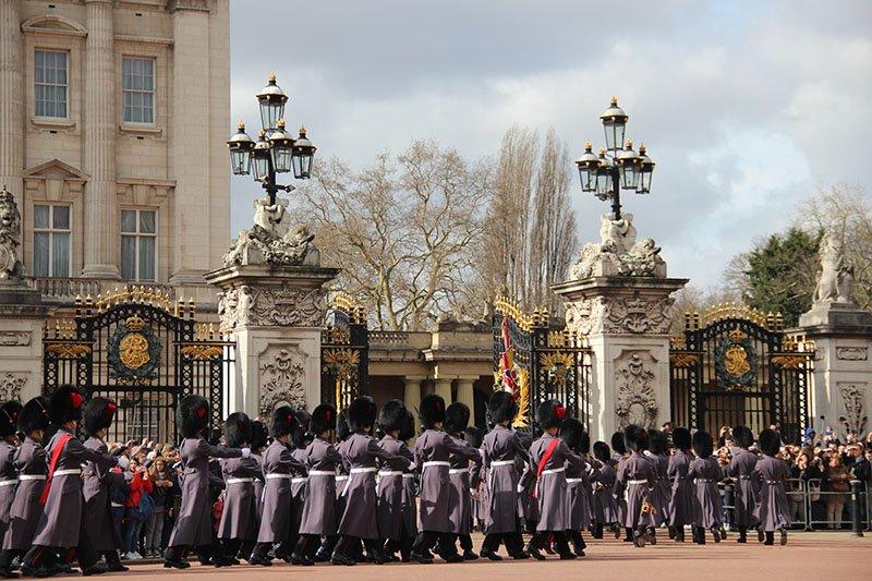 troca da guarda em londres palacio de buckingham
