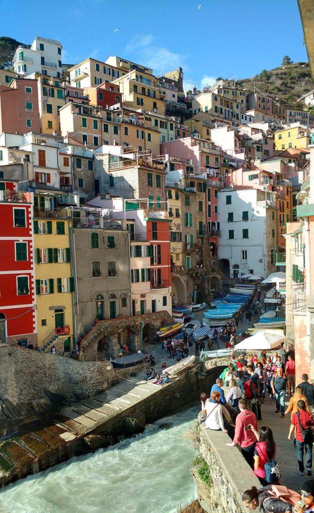 vista cinque terre riomaggiore italia