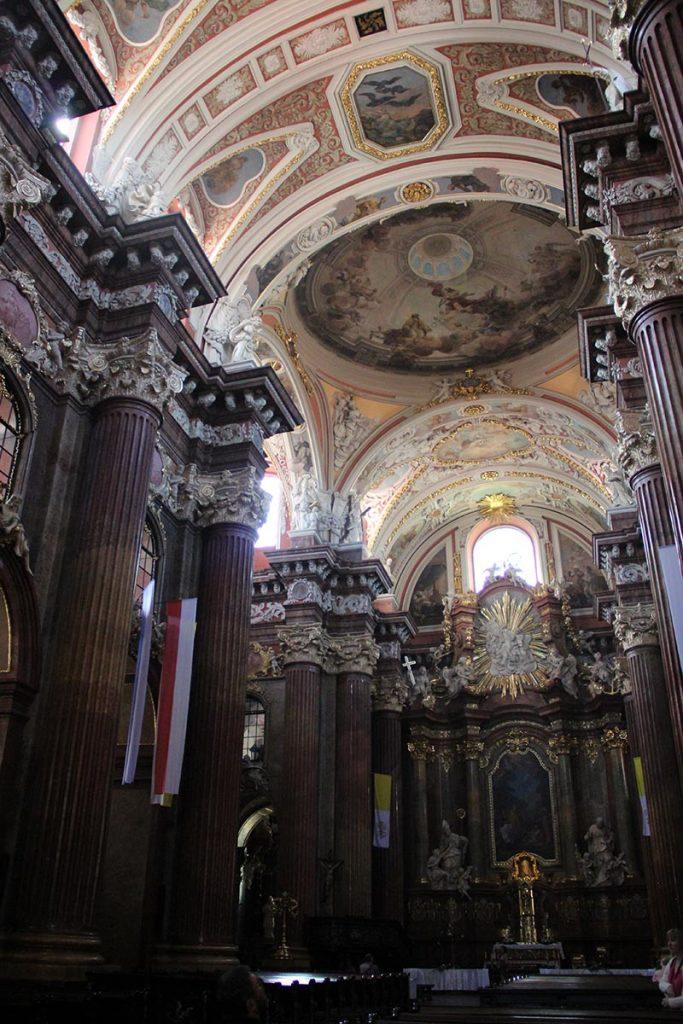 detalhes decoração igreja na polonia poznan