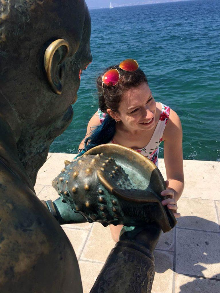 estatua homem com concha zadar