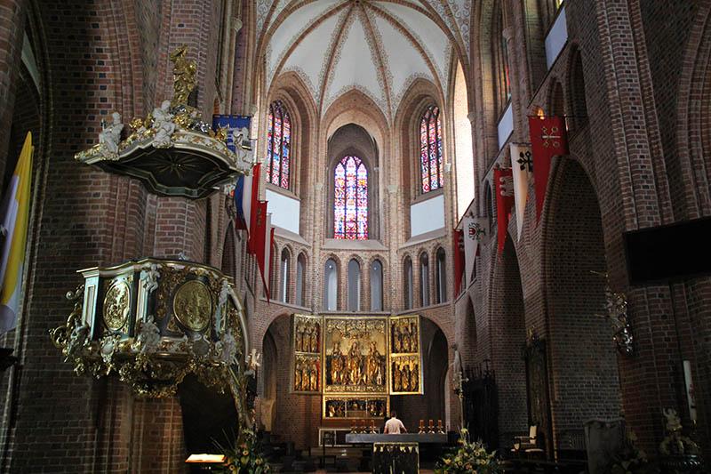 primeira igreja da polonia