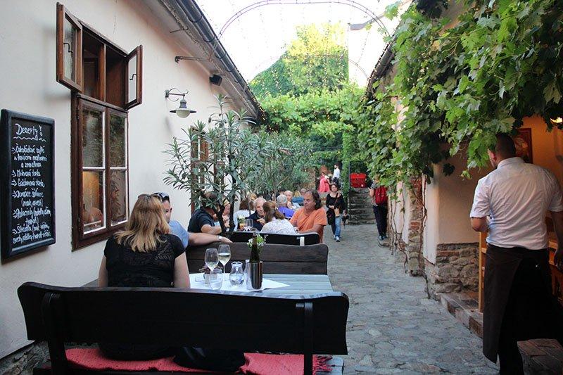 restaurante modra o que beber na eslovenia bratislava