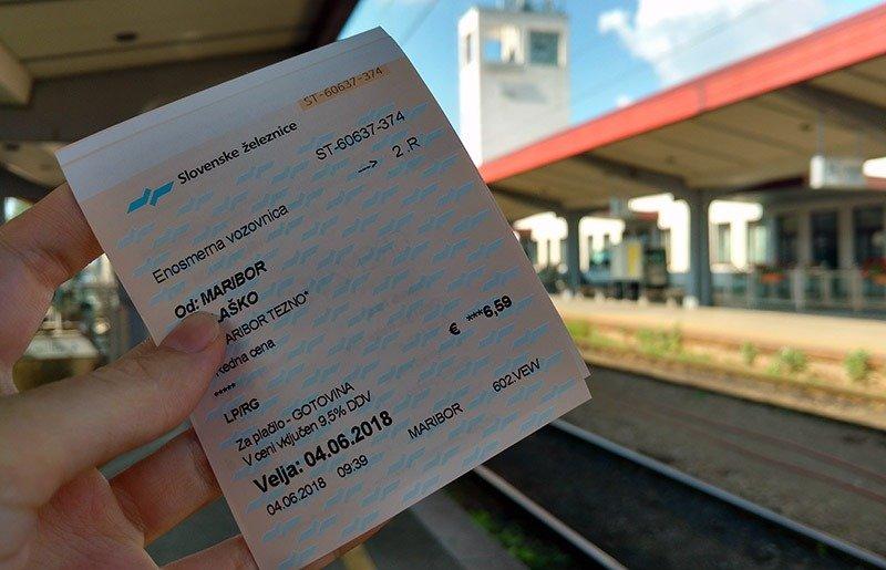 trem na eslovenia estacao passagem