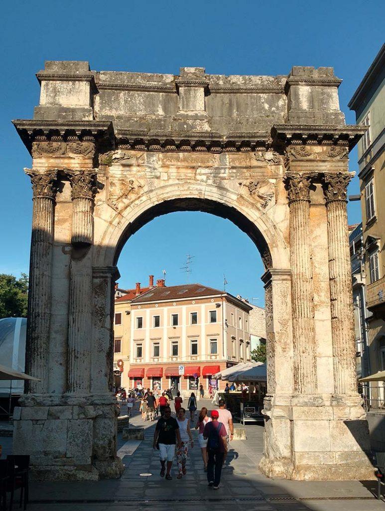 arco de sergii ruinas romanas em pula