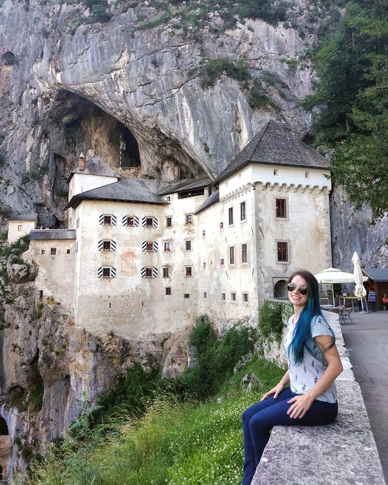 castelo nas rochas predjama eslovenia
