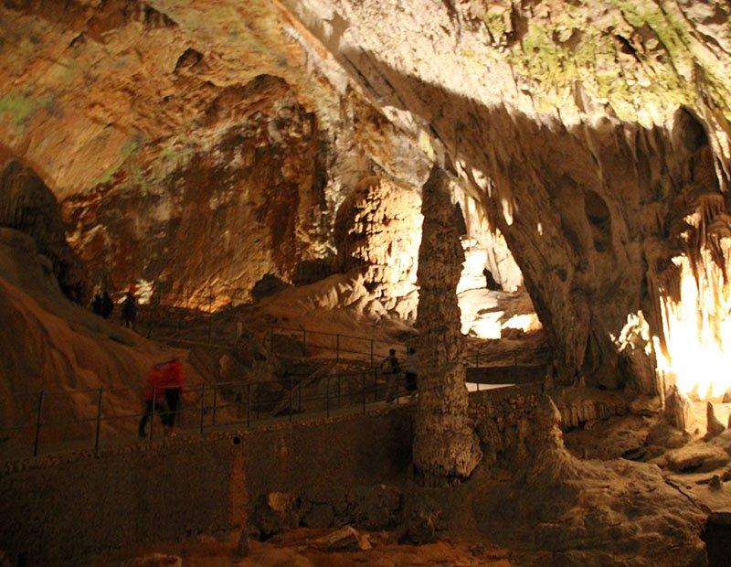 cavernas karst eslovenia