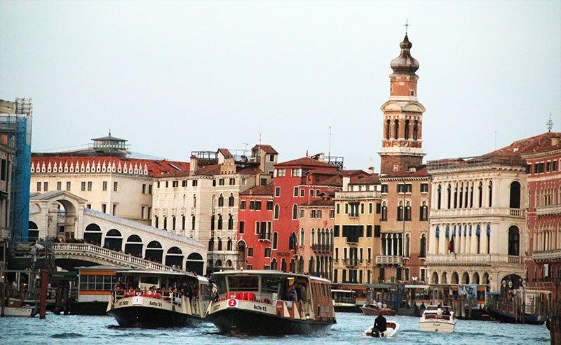 como funciona transporte publico em veneza vaporetto